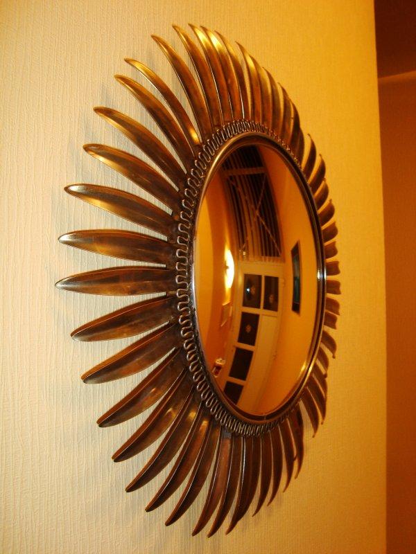 Miroir soleil 39 60 70 design oeil de sorci re bomb for Miroir soleil oeil sorciere